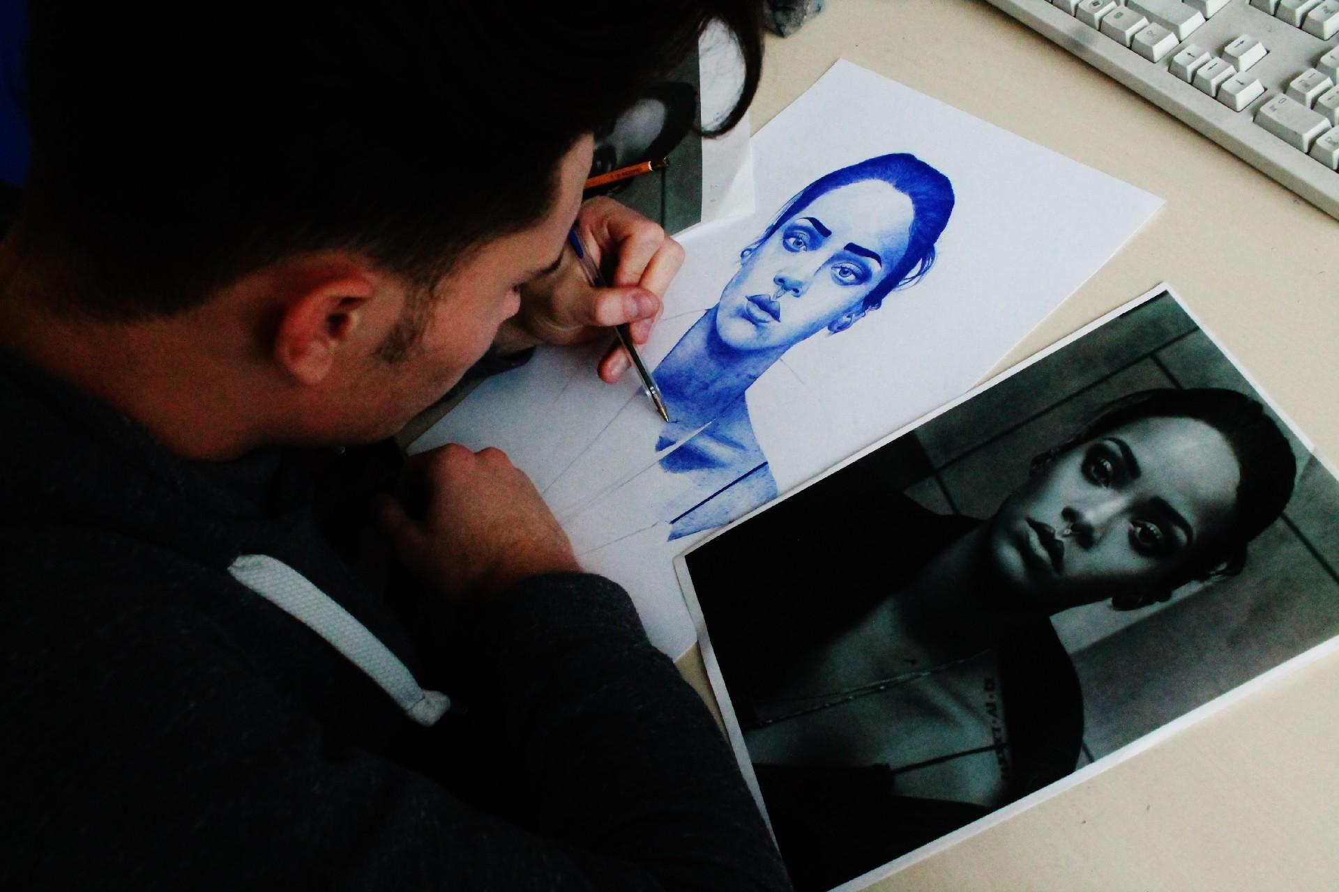 Studente che disegna